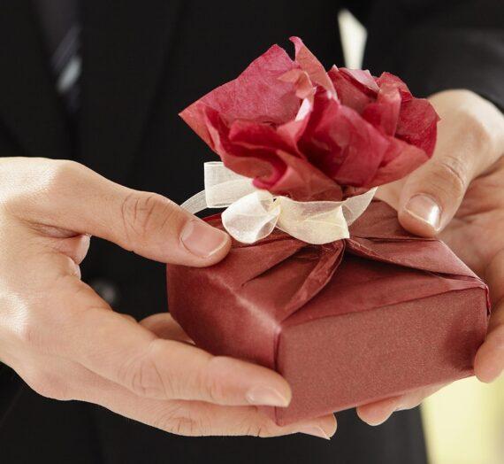 Jak wybrać biżuterię na prezent?